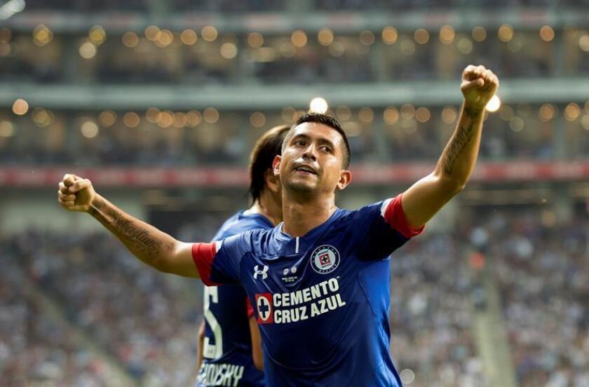 Elías Hernández de Cruz Azul celebra luego de anotar un gol durante la final del Torneo Copa MX 2018 entre Monterrey y Cruz Azul, en el estadio BBVA de la ciudad de Monterrey (México). EFE