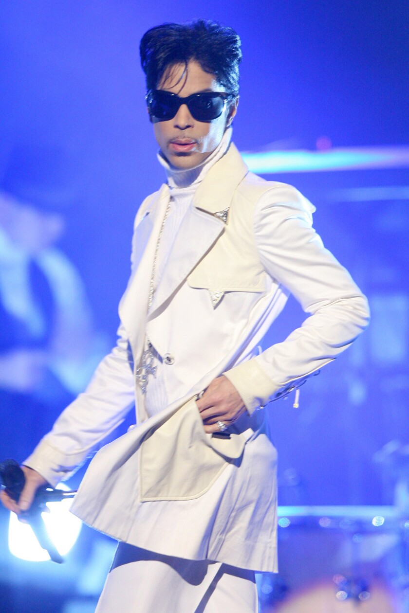 "Prince performs ""The World""/""Get on the Boat""/""The Glamorous Life"" at the 2007 NCLR ALMA Awards."
