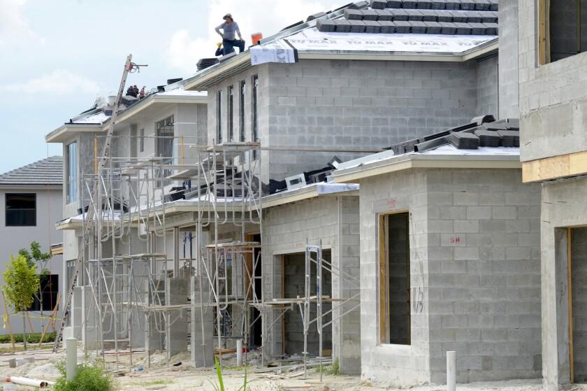 El gasto en el sector de la construcción aumentó un 0,9 % en noviembre pasado y alcanzó un ritmo anual de 1.182,1 millones de dólares, informó hoy el Departamento de Comercio. EFE/ARCHIVO