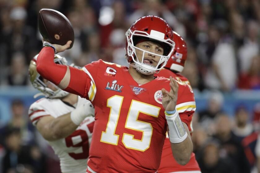 En esta imagen del 2 de febrero de 2020, el quarterback de los Chiefs de Kansas City Patrick Mahomes
