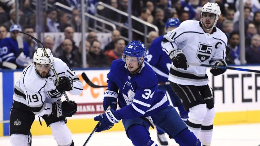 Toronto Maple Leafs centre Auston Matthews (34) skates between Los Angeles Kings left wing Alex Iafa