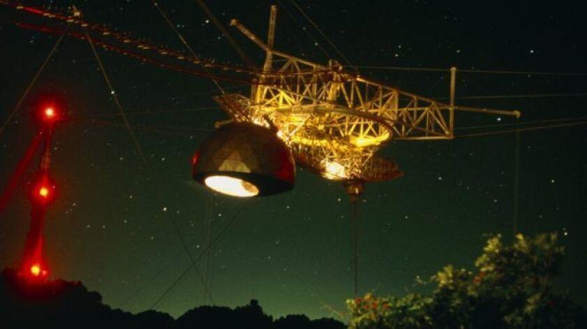 Un misterio en forma de ondas de radio llega repetidamente a la Tierra desde algún remoto lugar del universo.