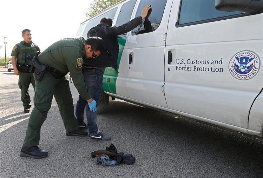 El Departamento de Seguridad Nacional (DHS) sostiene en su informe mensual sobre inmigración que en dicho mes se contabilizaron 51.912 pasos ilegales en la frontera con México, de los cuales 14.203 serían familias. EFE/Archivo