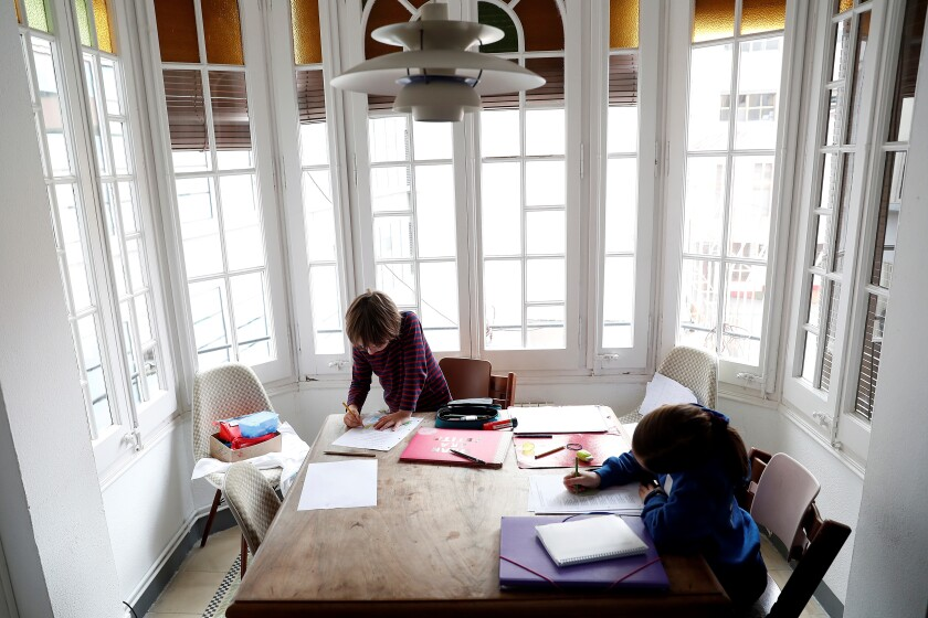 Maestras: en tiempo de cuarentena es momento de conectar con los hijos