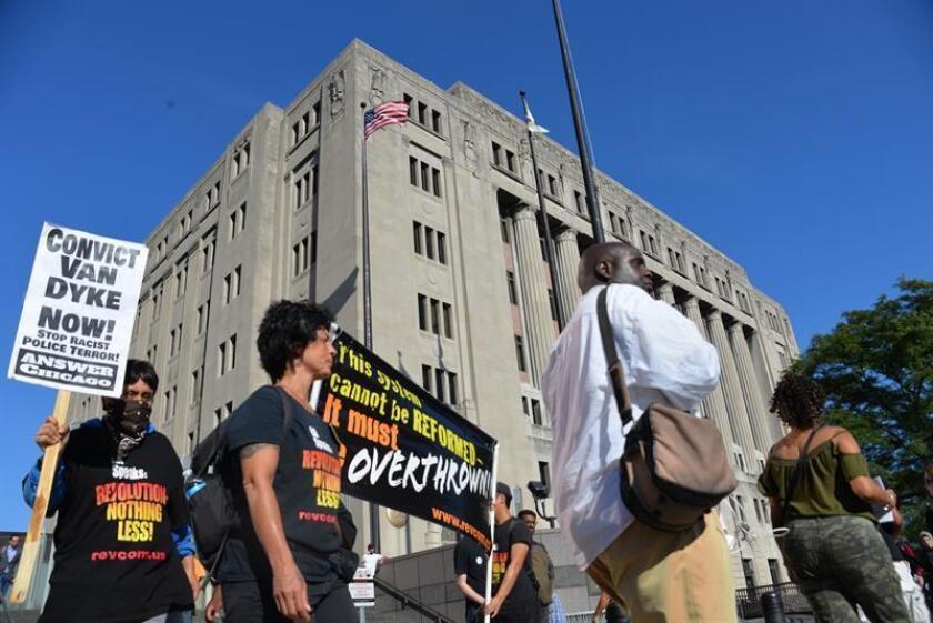 Las autoridades de Chicago se preparan para posibles protestas de parte de la comunidad afroamericana, cuando en los próximos días se emita el veredicto en el juicio contra el agente Jason Van Dyke, acusado de haber asesinado a tiros a un adolescente de 17 años. EFE/ARCHIVO