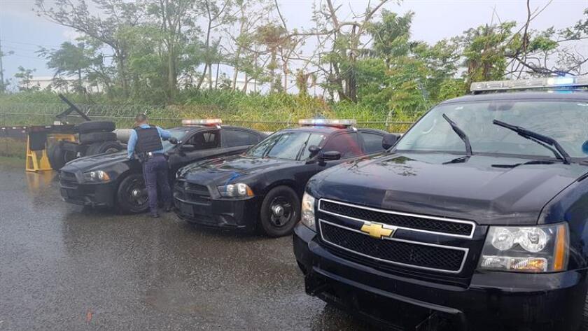 """Fotografía cedida donde se muestran algunos de los 25 vehículos de la Patrulla de Carreteras de Florida que serán entregados al Departamento de Policía de Puerto Rico para ayudar a la plena recuperación de la isla tras el huracán """"María"""", según anunció hoy el gobernador de Florida, Rick Scott. EFE/Oficina Gobernador Florida/SOLO USO EDITORIAL/NO VENTAS"""