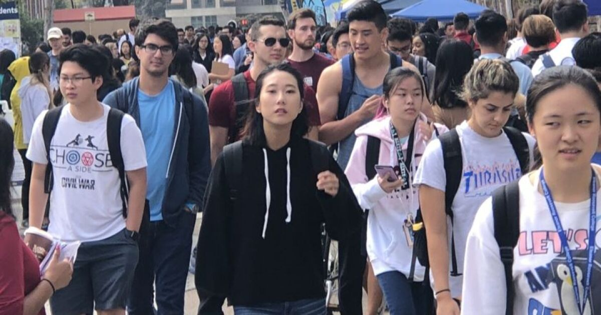 Crowded UC San Diego offers admission to record number of students - The  San Diego Union-Tribune