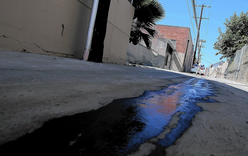 Smartphone apps let neighbors report water wasters - Los Angeles Times