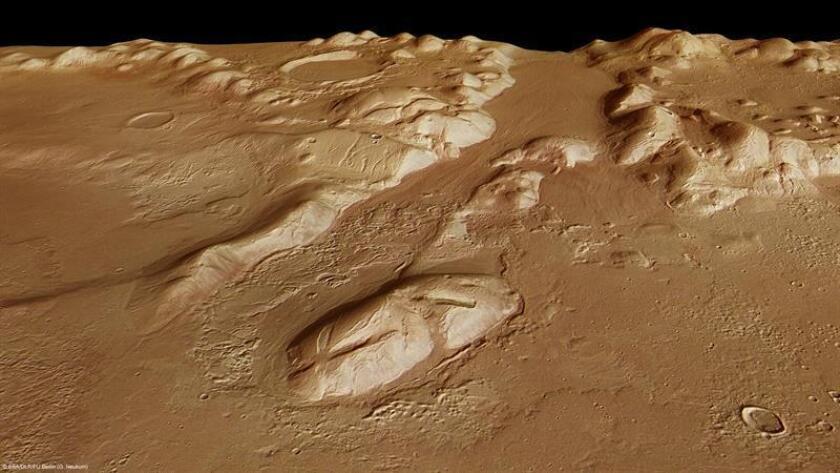 Imagen facilitada por la Agencia Espacial Europea (ESA) de la Phlegra Montes, en la superficie de Marte. EFE/SOLO USO EDITORIAL