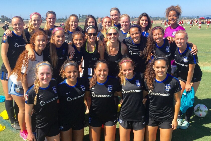Tara Parker (middle row, fourth from left) and Brooke Oxberry (middle row, fifth from left), founders of the Scoutingzone service, surrounded by Surf U17 Super girls team.