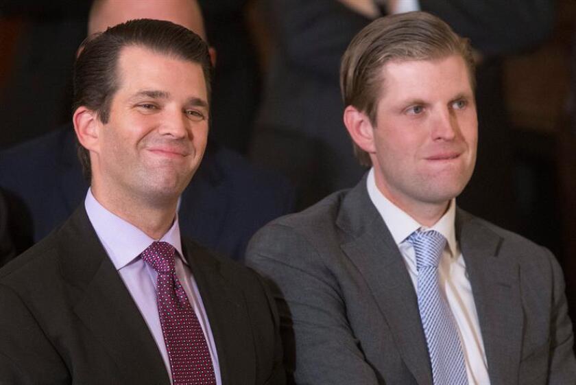 Donald Trump Jr. (i) y Eric Trump (d), hijos del presidente de los Estados Unidos, Donald Trump. EFE/Archivo
