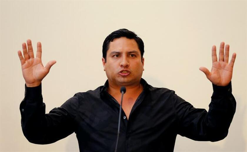 Julión Álvarez declara ante fiscalía por presuntos nexos con narcotráfico