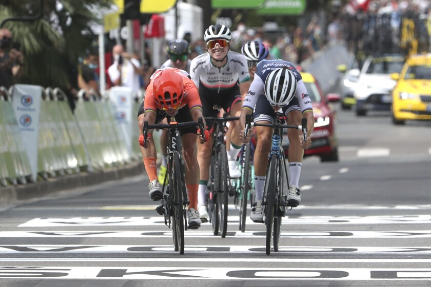 Britain's Elizabeth Deignan, right, outsprints Marianne Vos to win La Course by Le Tour de France women's cycling race, in Nice, southern France, Saturday, Aug. 29, 2020. (AP Photo/Thibault Camus, Pool)