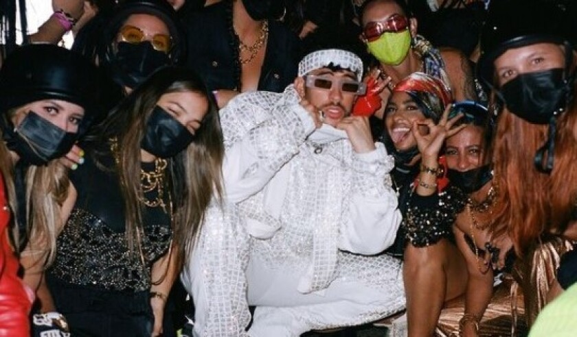 Bad Bunn en una foto reciente al lado de sus fans.