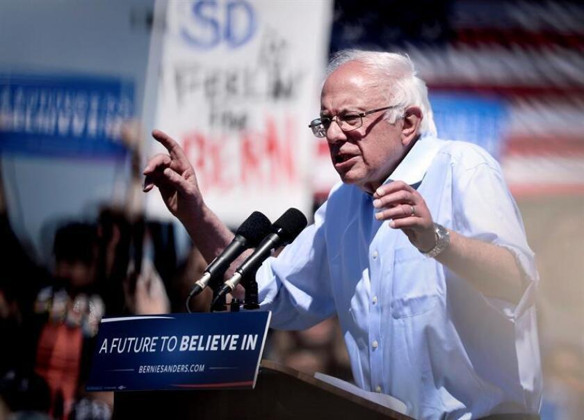 """El senador Bernie Sanders calificó hoy de """"insultante"""" que Washington exija a Puerto Rico pagar los cerca de 370 millones de dólares que costará la junta federal de control fiscal que quiere imponer sobre el Gobierno local durante los próximos años para enderezar las cuentas de la isla."""