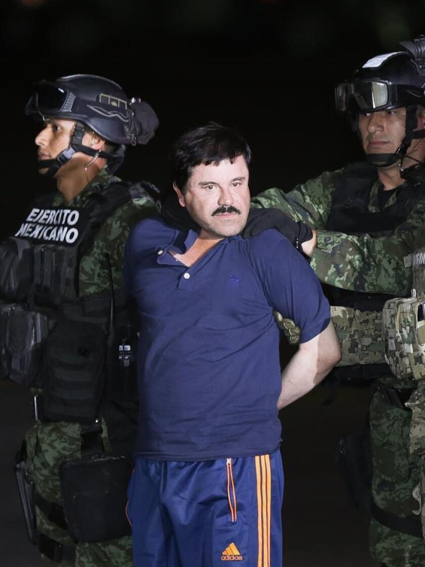 """Uno de los abogados de Joaquín """"el Chapo"""" Guzmán dijo hoy que """"esto sigue"""", aun cuando el capo mexicano ha sido entregado en extradición a las autoridades estadounidenses, pues la defensa del líder del cártel de Sinaloa es como """"una carrera de relevos"""". EFE/ARCHIVO"""
