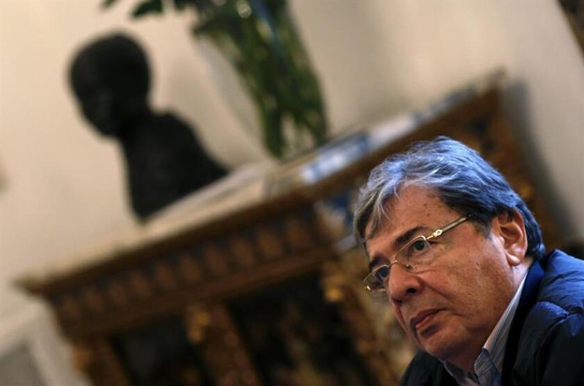 El ministro de Relaciones Exteriores de Colombia, Carlos Holmes Trujillo García, hace declaraciones en la Embajada de Colombia en Madrid. EFE/Archivo