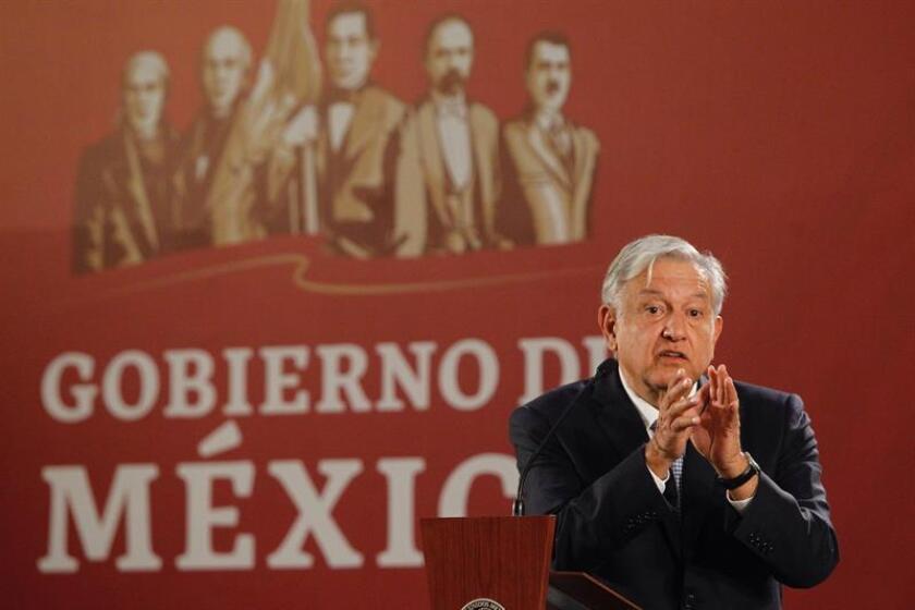 El presidente de México, Andrés Manuel López Obrador, habla hoy durante una rueda de prensa en el Salón Tesorería del Palacio Nacional en Ciudad de México (México). EFE