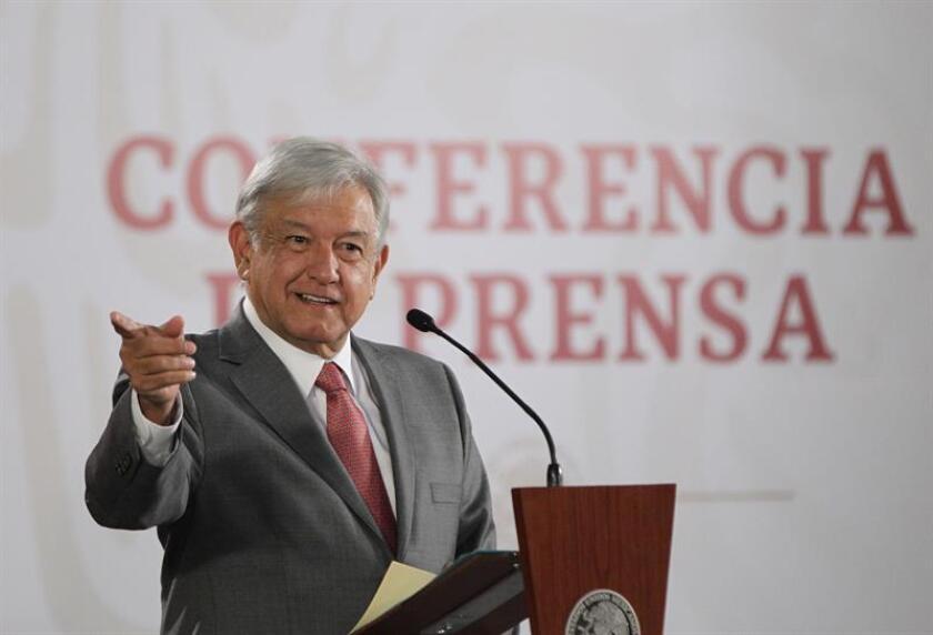 El presidente de México, Andrés Manuel López Obrador, ofrece una rueda de prensa en el Salón Tesorería del Palacio Nacional, en Ciudad de México (México). EFE