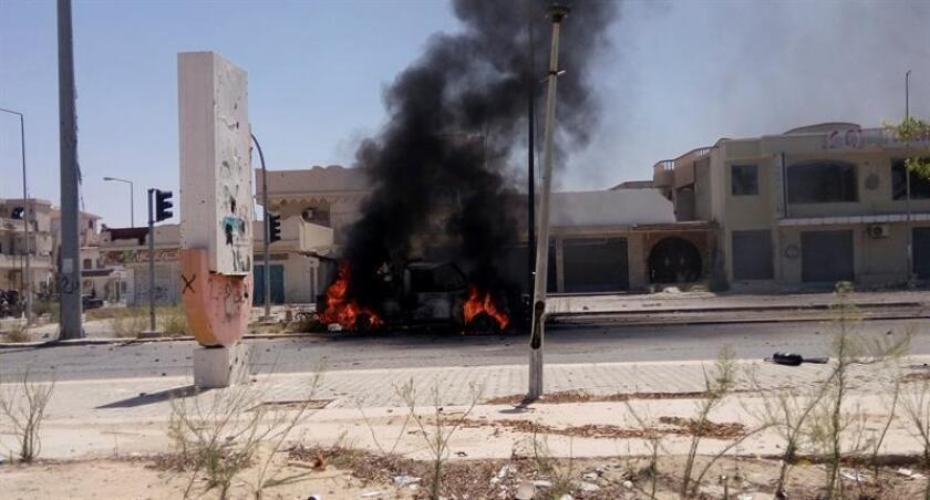 """Las Fuerzas Armadas informaron hoy de la muerte en Libia de un presunto terrorista de Al Qaeda en el Magreb Islámico (AQMI) el pasado miércoles durante un """"ataque aéreo de precisión"""" ejecutado por el Ejército en coordinación con las fuerzas locales. EFE/Archivo"""