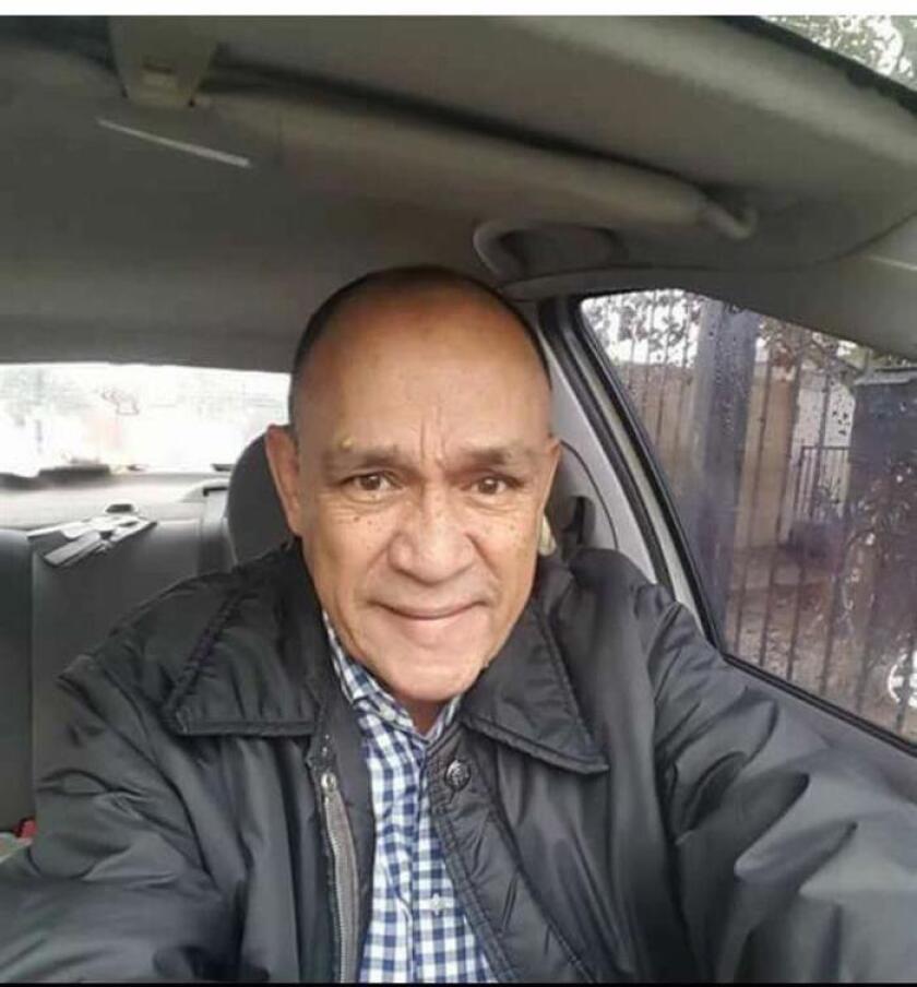 Carlos Domínguez Ramírez, hijo del periodista Carlos Domínguez Rodríguez, asesinado el pasado 13 de enero en el estado mexicano de Tamaulipas, exigió hoy justicia al Gobierno Federal para que se esclarezca la muerte de su padre. EFE/STR/SOLO USO EDITORIAL