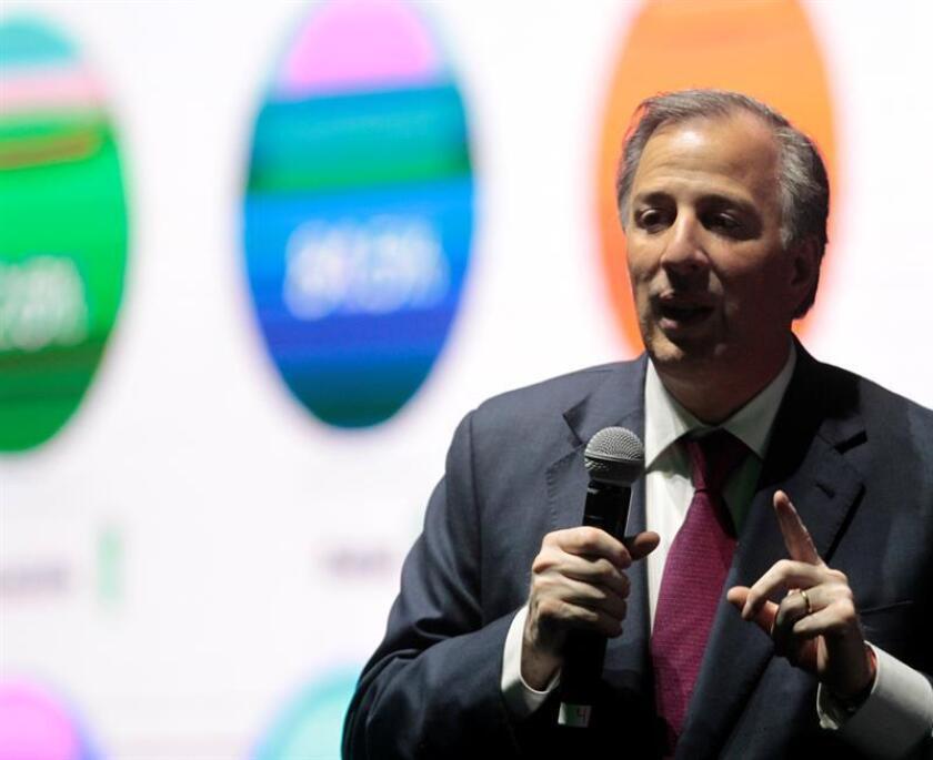 El candidato presidencial del Partido Revolucionario Institucional (PRI), José Antonio Meade, habla en el foro Internacional sobre Perspectivas Económicas para México hoy, jueves 22 de marzo de 2018, en Ciudad de México (México). EFE