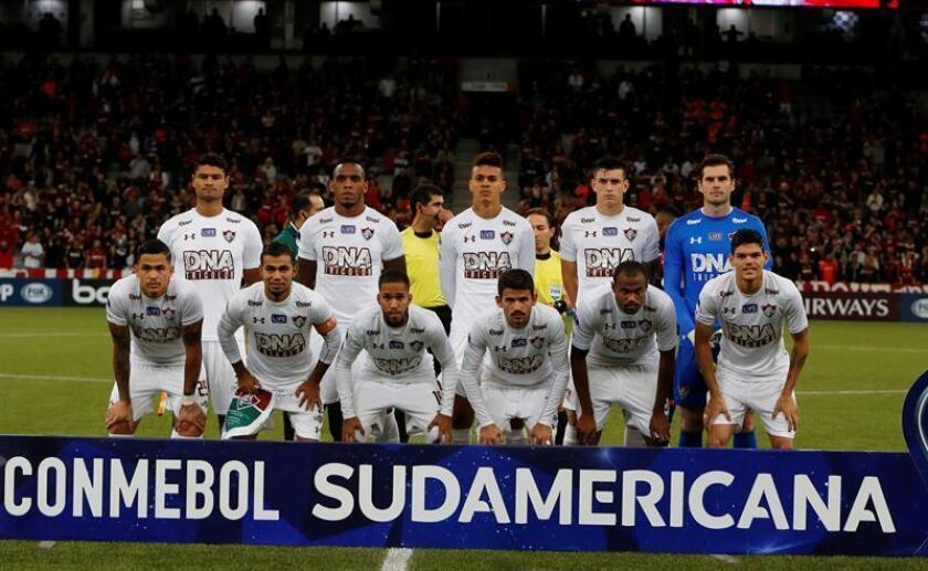 Jugadores de Fluminense antes del partido de la semifinal ante Atlético Paranaense de Brasil. EFE/Archivo