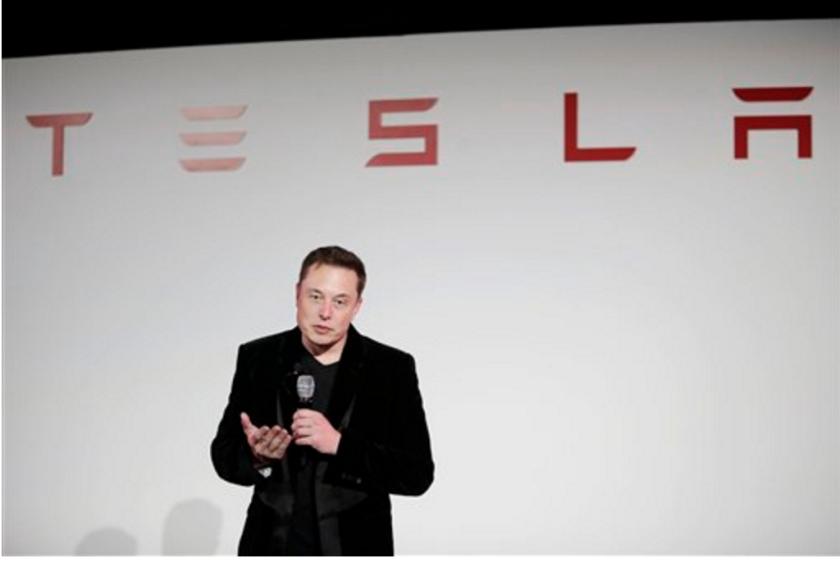 Fotografía de archivo muestra a Elon Musk, director general de Tesla Motors Inc.. Tesla Motors anunció el martes 23 de agosto de 2016 que ha construido el automóvil comercial más veloz del mundo, capaz de ir de cero a 96 kilómetros por hora (60 millas por hora) en 2,5 segundos. (AP Foto/Marcio José Sánchez, archivo)