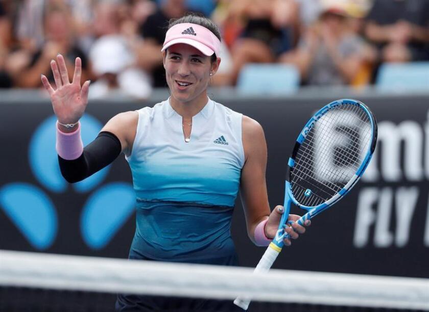 La tenista española Garbiñe Muguruza reacciona ante la china Saisai Zheng durante un partido de tenis del Abierto de Australia 2019 disputado hoy en Melbourne (Australia). EFE