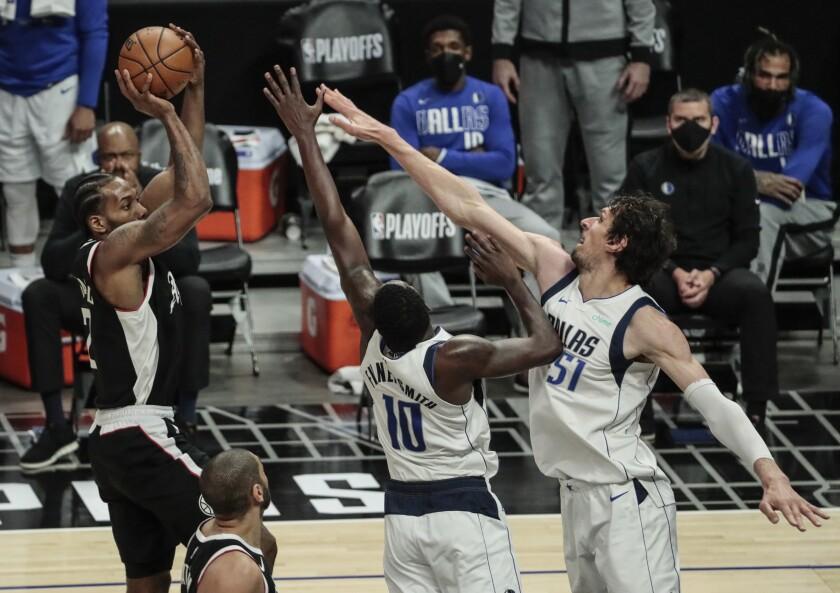 Clippers forward Kawhi Leonard shoots over Mavericks forward Dorian Finney-Smith and center Boban Marjanovic during Game 5.