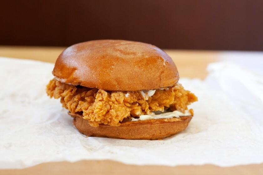 chi-ct-popeyes-fried-chicken-sandwic-ct0100230269-20190820