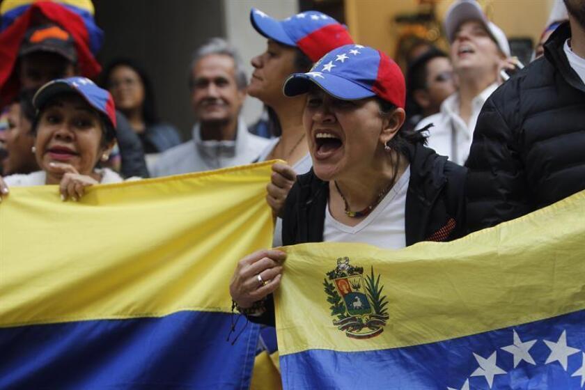 Vista de varios venezolanos radicados en México durante una manifestación en la Ciudad de México. EFE/Archivo
