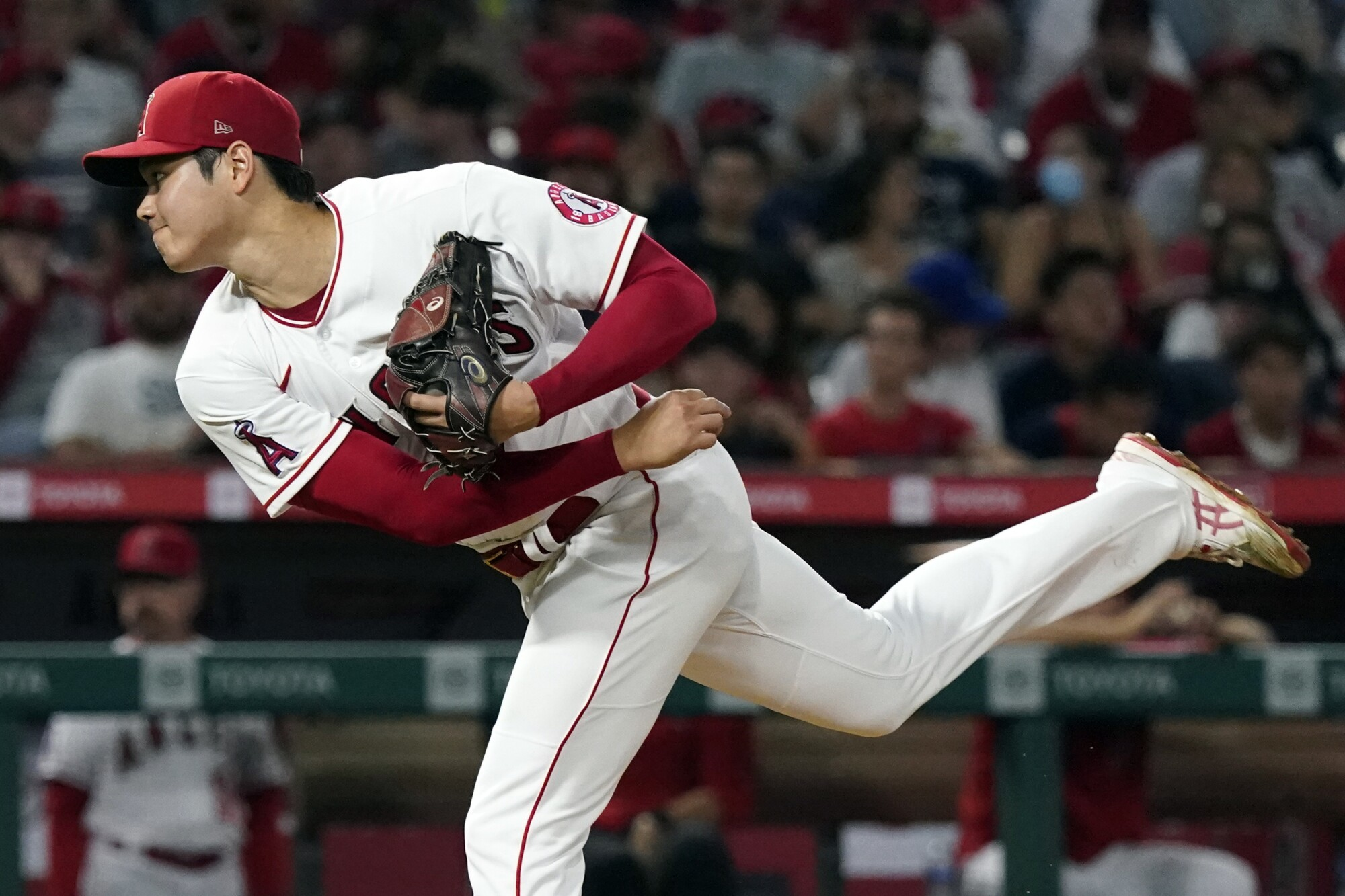 Angels pitcher Shohei Ohtani throws to a Toronto Blue Jays batter.