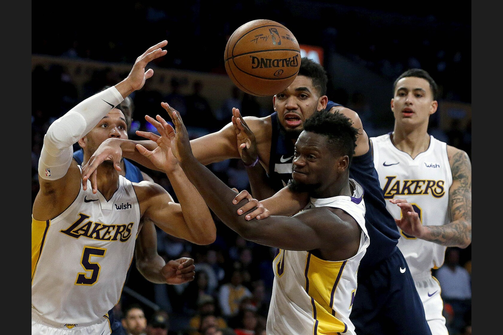 Lakers can't stop Timberwolves despite 31 points from Kyle