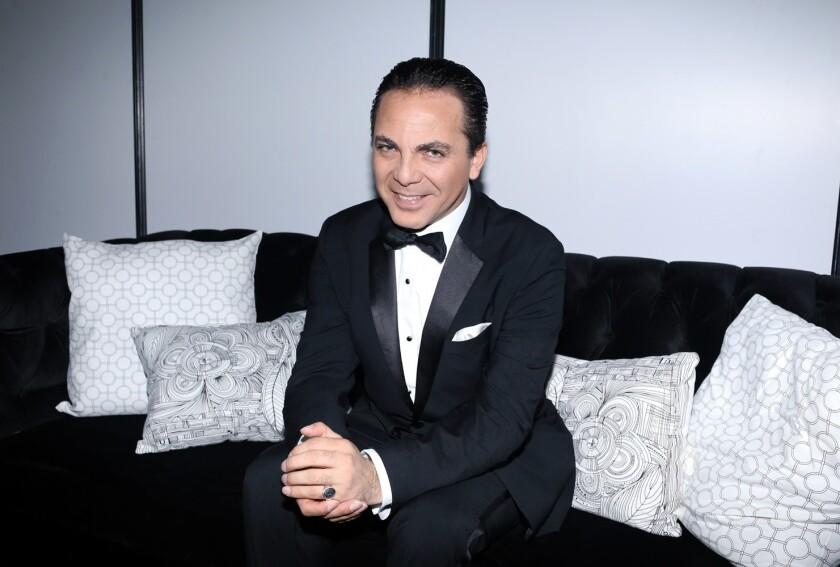 """El cantante mexicano Cristian Castro se dio tiempo para hablar de la presencia de su madre en """"La Casa de las Flores""""."""