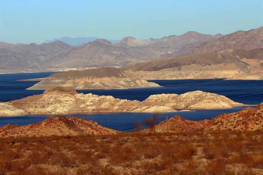 El lago Mead, la mayor reserva de agua de Estados Unidos, sufre su menor nivel en los últimos 40 años, lo que puede desatar una guerra del agua entre los tres estados a los que suministra: Nevada, Arizona y California. EFE