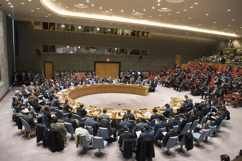 Fotografía cedida por la ONU del pleno del Consejo de Seguridad durante una reunión sobre el mantenimiento de la paz y la seguridad internacionales, con un enfoque en la creación de una asociación regional en Afganistán y Asia Central como modelo para vincular la seguridad y el desarrollo celebrada hoy, viernes 19 de enero de 2018, en la sede del organismo en Nueva York (EE.UU.) El Consejo de Seguridad de la ONU alertó hoy de los riesgos que sigue planteando el conflicto afgano y respaldó una alianza más estrecha entre los países de Asia Central para tratar de contrarrestarlos. EFE/Manuel Elias/ONU/SOLO USO EDITORIAL/NO VENTAS