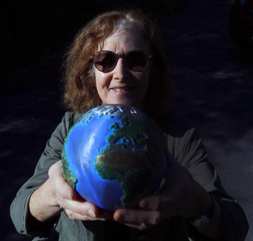 tn-vsl-me-carry-the-earth-20191128-1.jpg