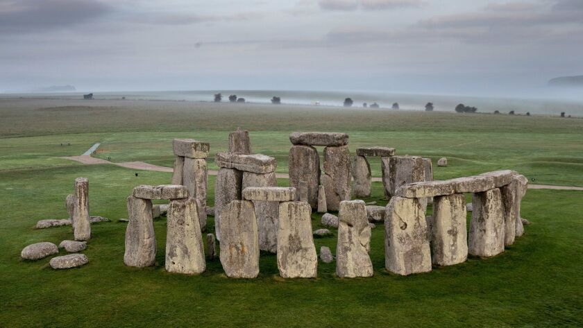 *** BESTPIX *** English Heritage Launch Stonehenge Hot Air Balloon Competition