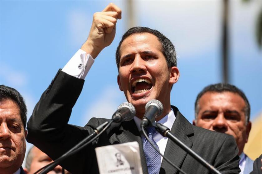 Fotografía de archivo del 21 de enero de 2019 que muestra al presidente del Parlamento venezolano, Juan Guaidó, durante una rueda de prensa desde el Palacio Federal Legislativo en Caracas (Venezuela). EFE/Archivo