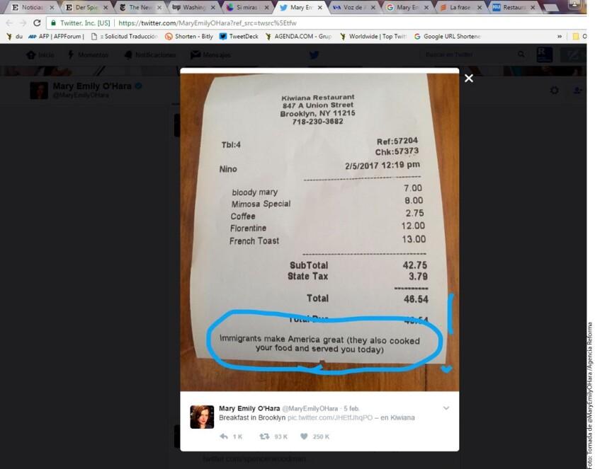 """Mary Emily O'Hara, una periodista de NBC, recibió en su ticket de compra un mensaje y decidió sacarle una foto para después mostrarlo en Twitter. """"Los inmigrantes hacen grande a Estados Unidos (también cocinaron tu comida y te la sirvieron hoy)""""."""