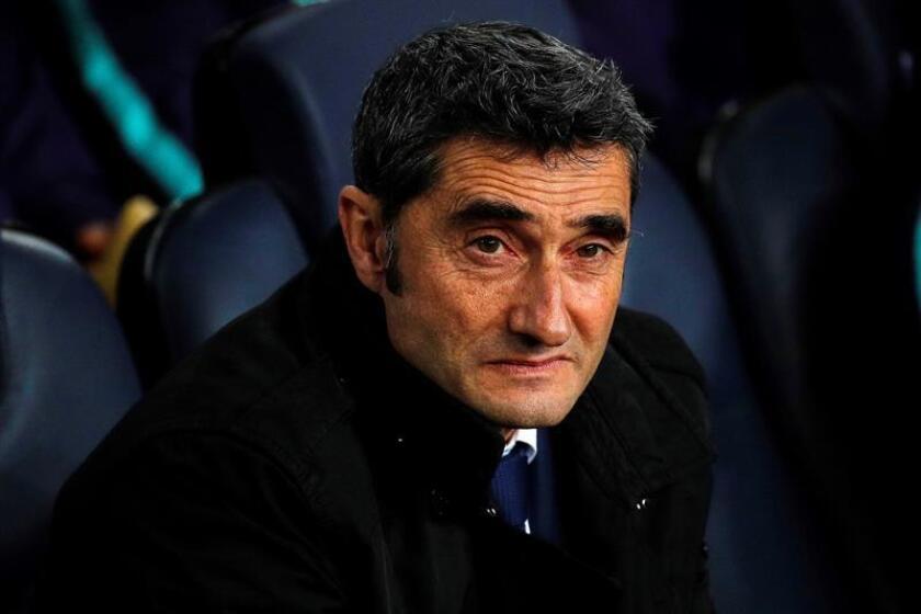 El entrenador del Barcelona, Ernesto Valverde, anoche durante el partido ante el Eibar de liga en Primera División en el Camp Nou. EFE