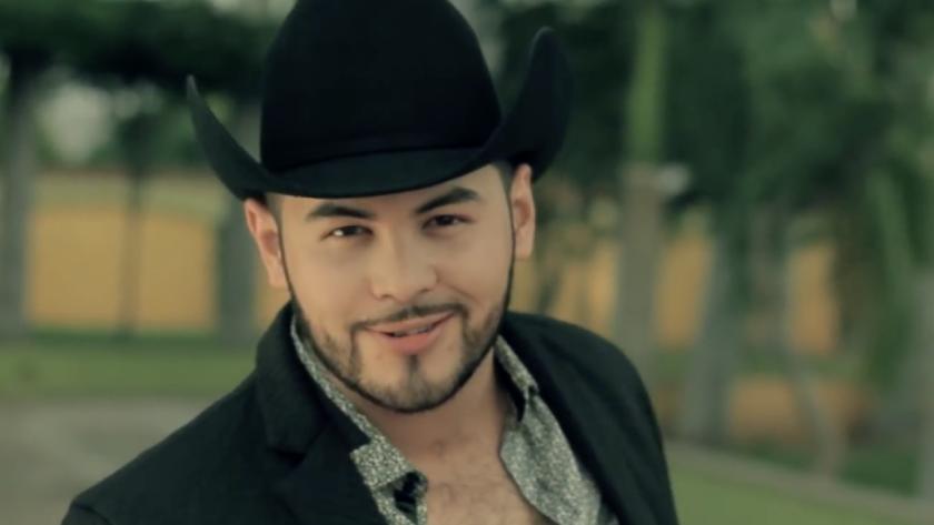 El artista mexicano hizo una transmisión en vivo luego del incidente que alarmó a muchos en las redes sociales debido a su gráfico contenido.
