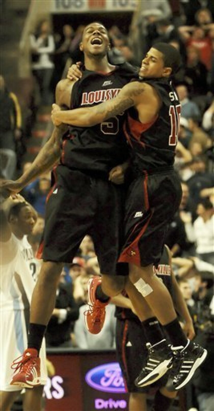 Louisville's  Earl Clark, left and Edgar Sosa, right, celebrate their 61-60 victory over Villanova at the conclusion of an NCAA college basketball game on Saturday, Jan. 10, 2009 in Philadelphia. (AP Photo/Bradley C Bower)