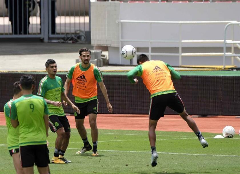 Los jugadores de la selección de Mexico participan en un entrenamiento. EFE/Archivo