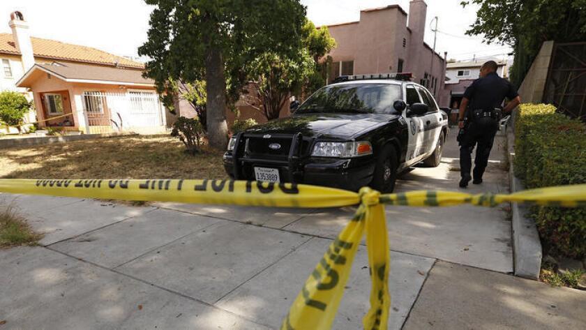 Una investigación en una casa de Glendale localizada en la cuadra 600 de Alexander Street el 29 de junio, donde un día antes se encontraron los cadáveres de una pareja.