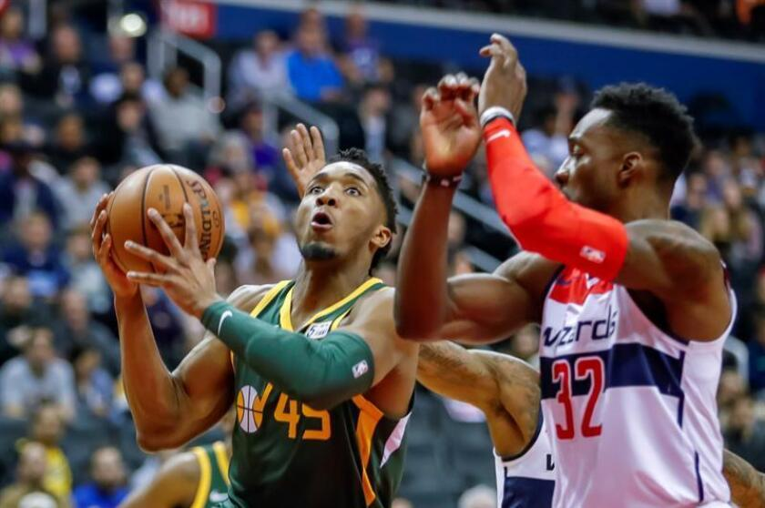 Utah Jazz guard Donovan Mitchell (L) in action against Washington Wizards forward Jeff Green (R) during the first half of the NBA basketball game between the Utah Jazz and the Washington Wizards at CapitalOne Arena in Washington, DC, USA, 18 March 2019. EPA-EFE/ERIK S. LESSER