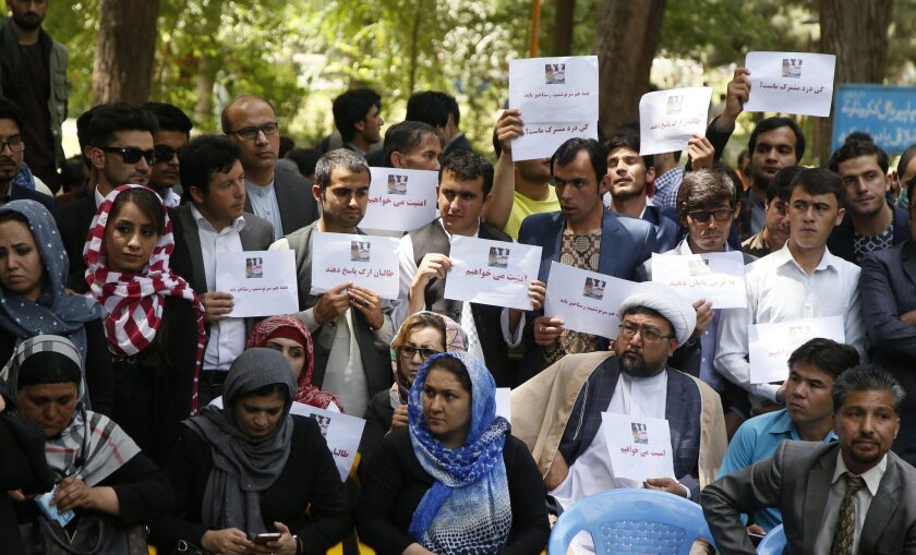 Protestors demanded the government to help rescue the other remaining passengers as soon as possible.