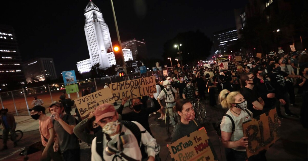 Protests begin in Los Angeles after Breonna Taylor decision