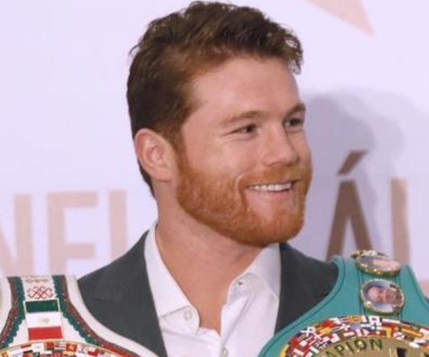 El boxeador mexicano, Saúl 'Canelo' Álvarez, campeón de peso mediano del Consejo Mundial de Boxeo (CMB) durante una rueda de prensa. EFE/Archivo